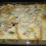 Cette savoureuse recette de gratin pommes de terre mélangé avec des lardons et des poireaux