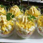 Découvrez cette recette novatrice d'œufs mimosa réalisés en verrines excellente en apéritif
